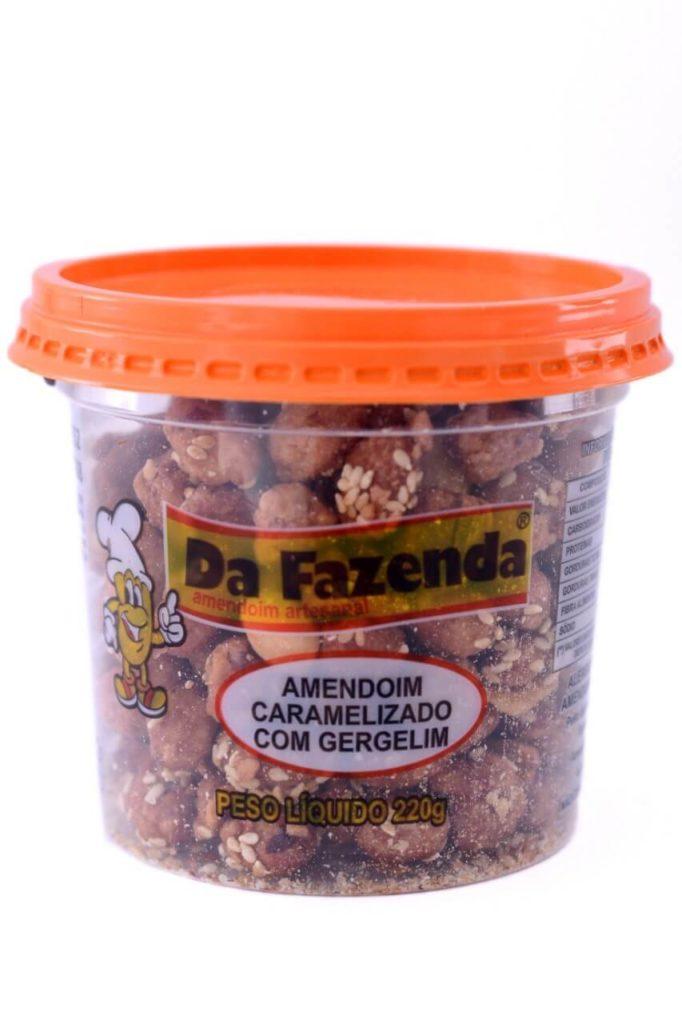 Amendoim caramelizado com gergelim